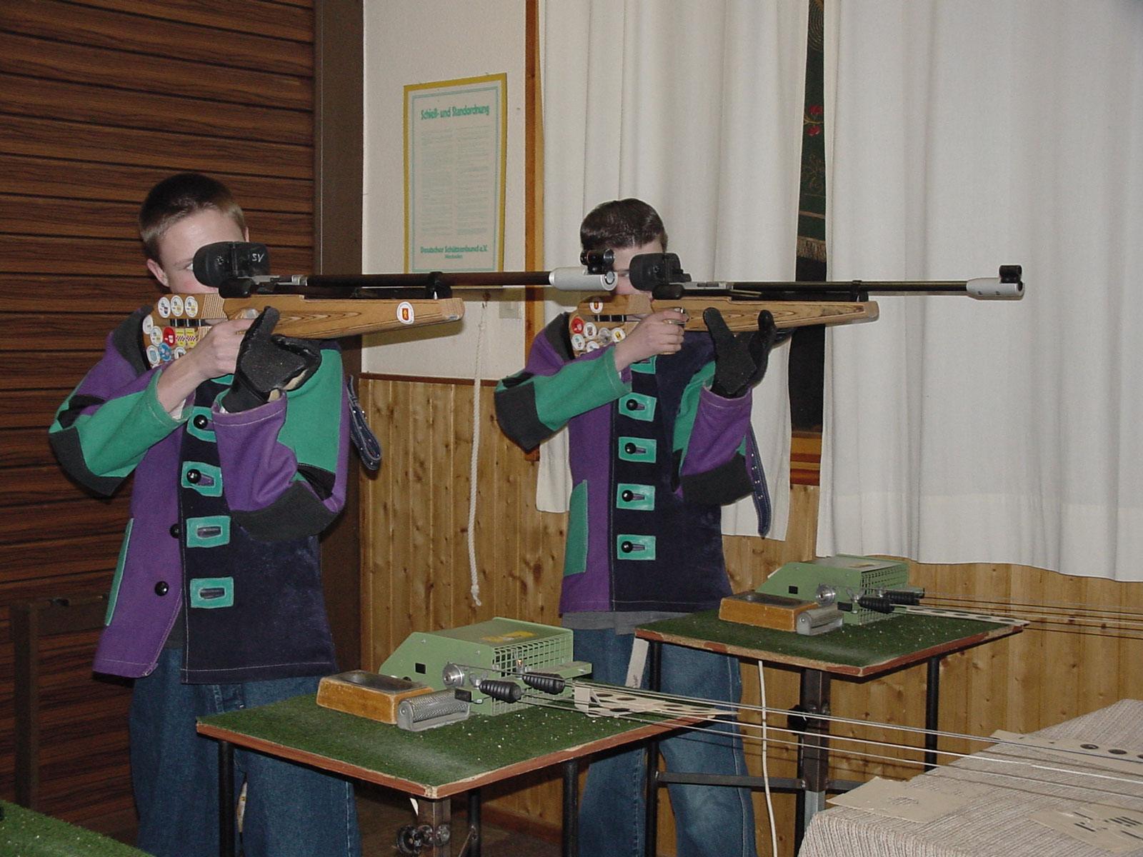Bild Jugend schießt beim Altenvoerder Schuüzenverein